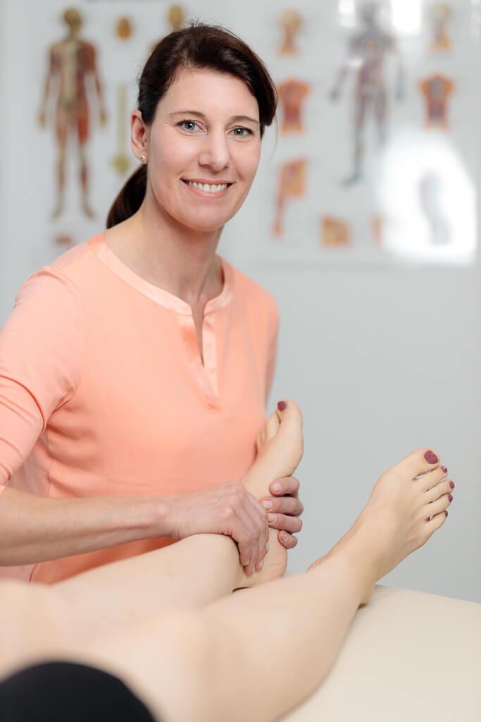 Behandlung Beschwerden Füße Beine