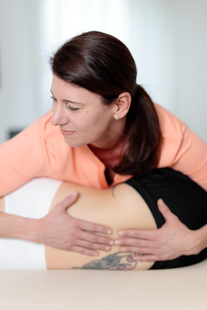 Behandlung Beschwerden Wirbelsäule